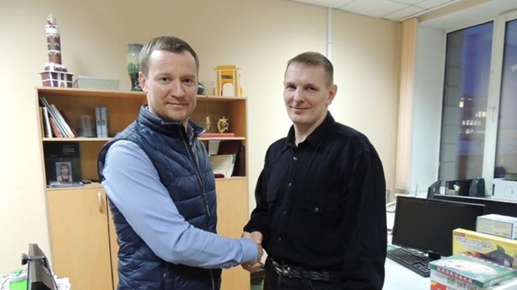 Сотрудник УФСИН откачал утонувшего в бассейне омича