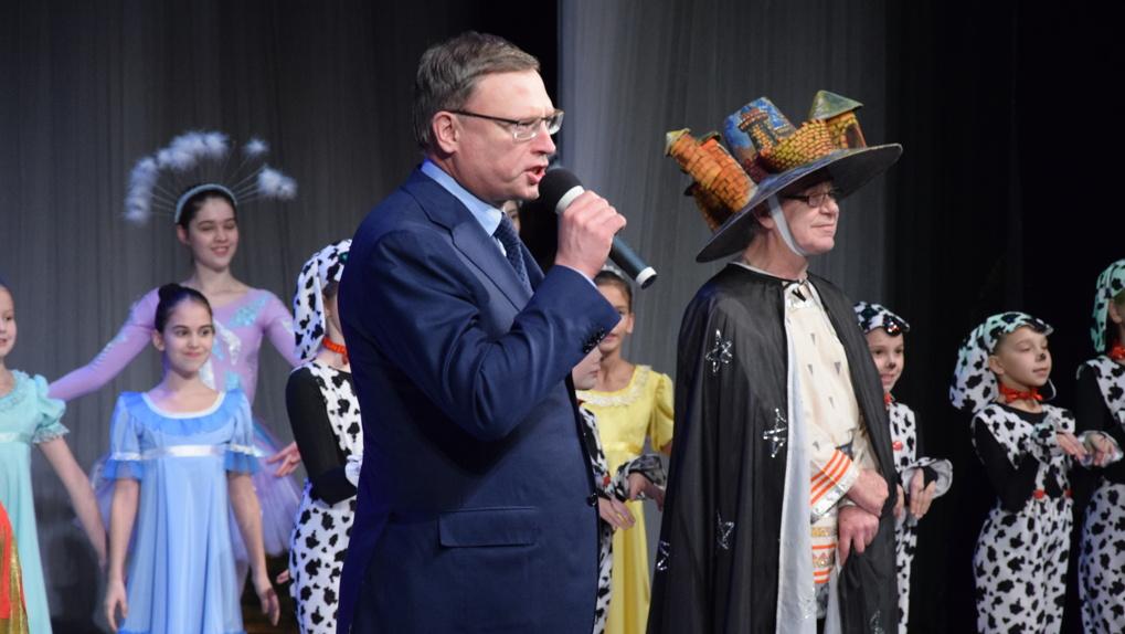 Бурков поздравил полтысячи омских школьников на губернаторской елке — фоторепортаж
