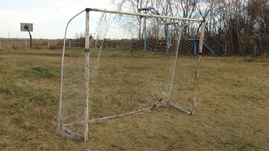 Омская прокуратура ищет виновных в падении на школьника футбольных ворот