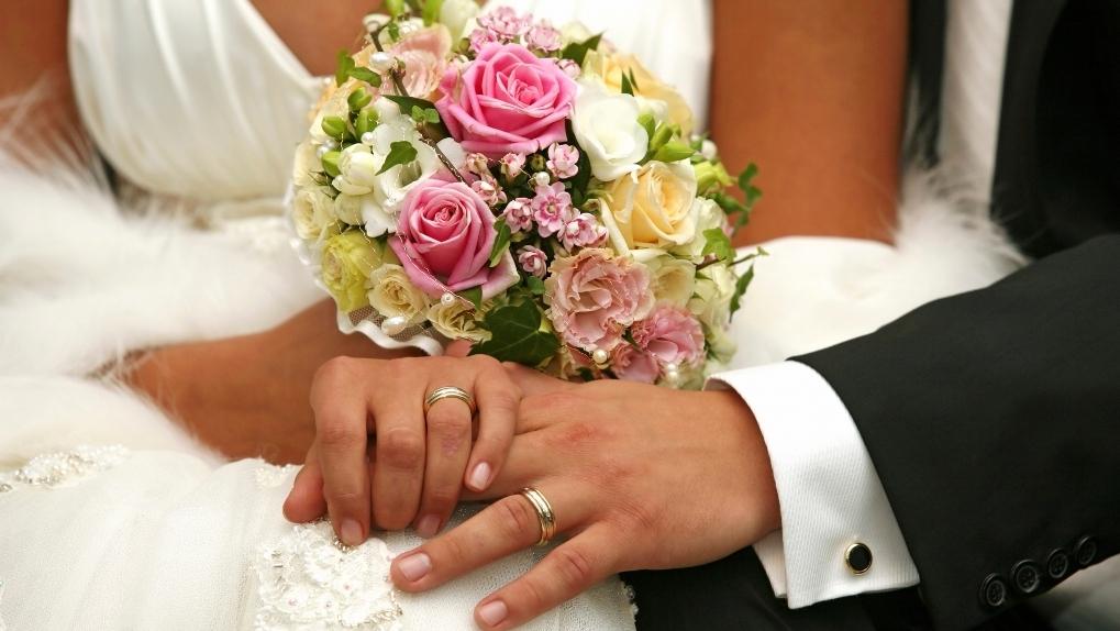 В День города в Омске сыграли свадьбы 149 пар