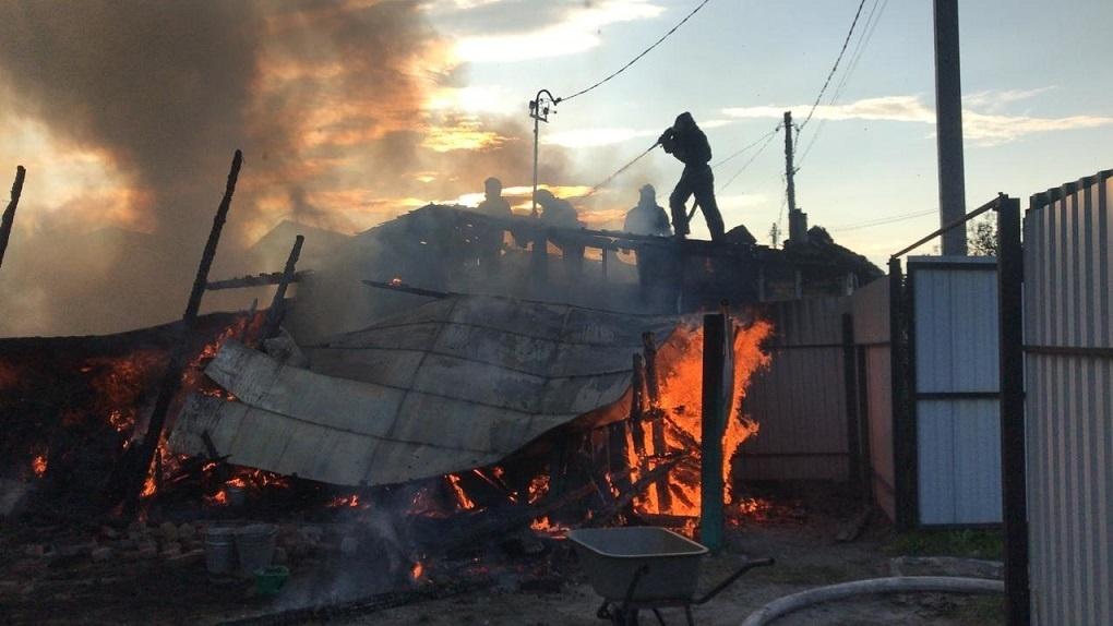 Катер ликвидировал пожар в частном доме Новосибирска