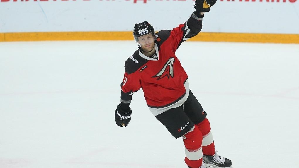 «Я понял, что надо валить домой»: экс-хоккеист «Авангарда» Крис Верстиг переболел в России лишаём