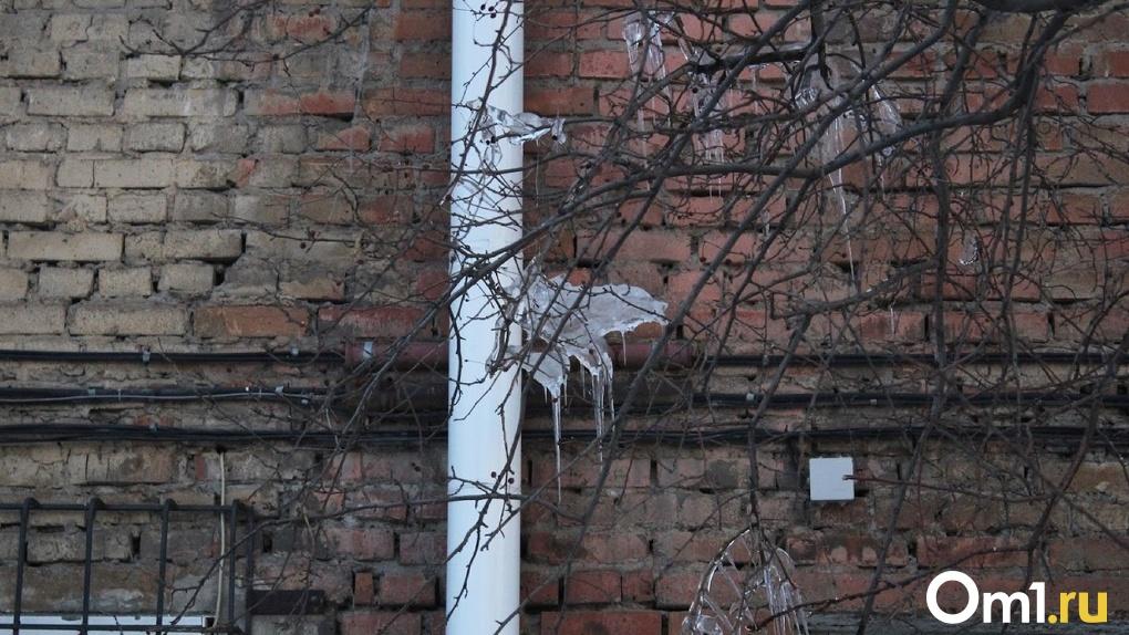 На омских чиновников могут возбудить уголовное дело из-за некачественного ремонта двухэтажки