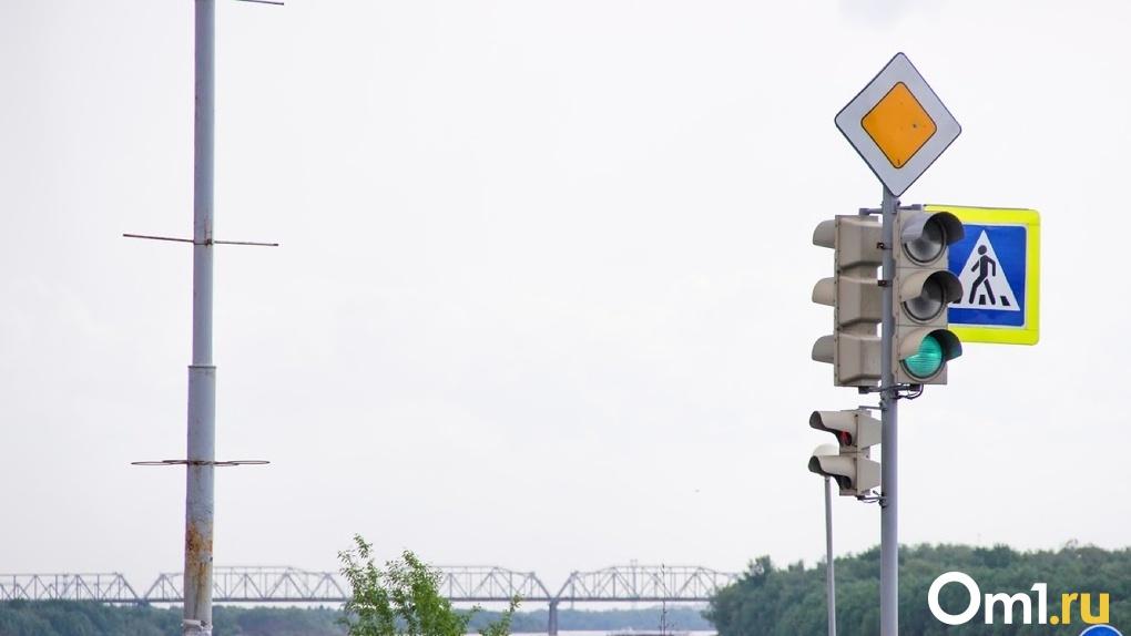 На одном из опасных перекрёстков Левобережья изменили работу светофора