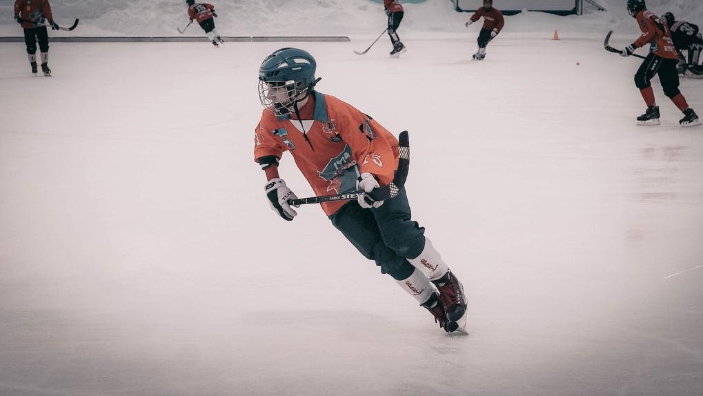 Опубликован урезанный календарь чемпионата РФ по хоккею с мячом: новосибирская команда играет в ноябре