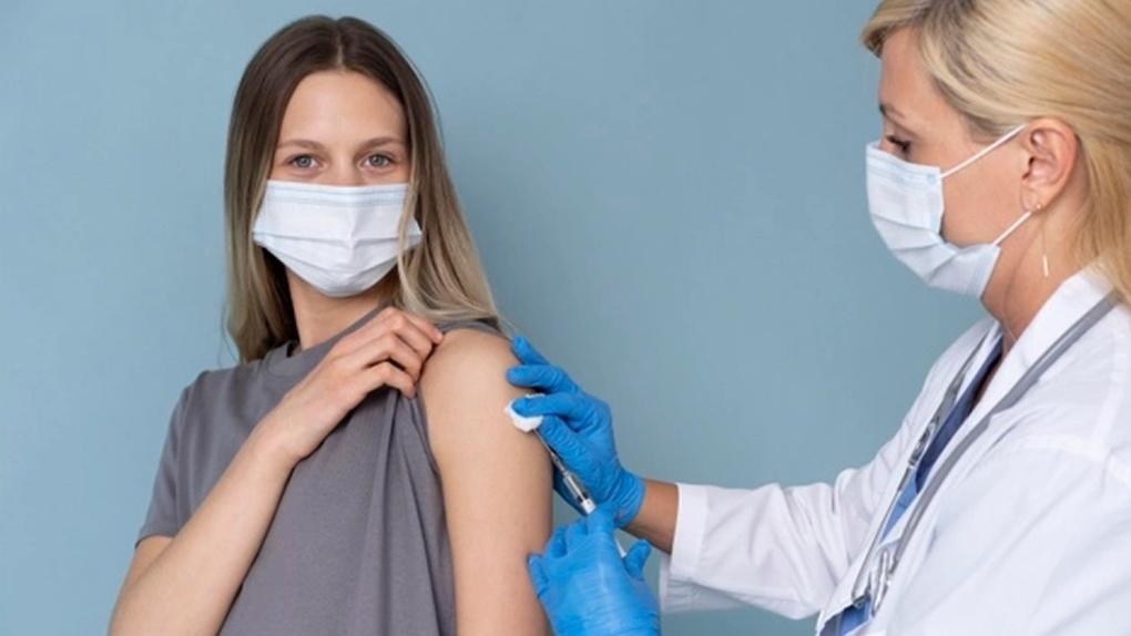 Обязательная вакцинация от COVID-19: какие ограничения ввели в Новосибирской области
