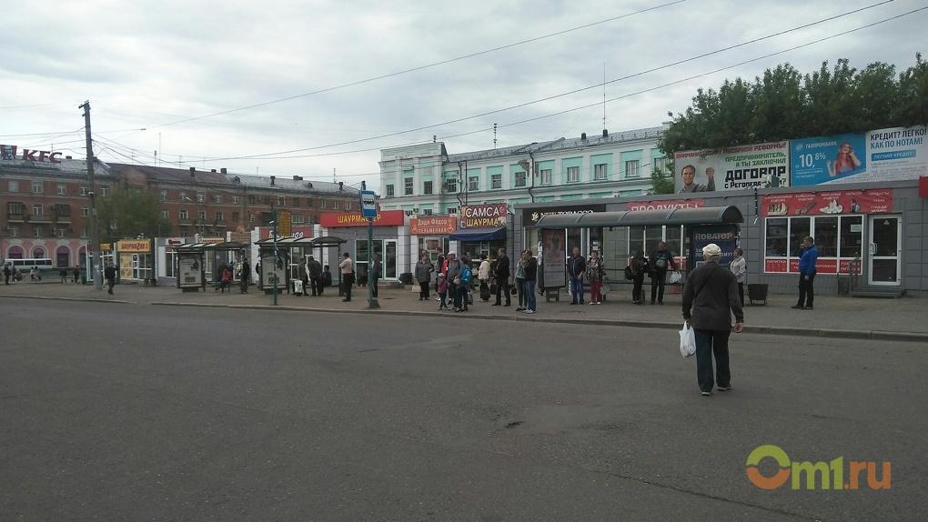 В Омске с остановки на Привокзальной площади уберут киоски