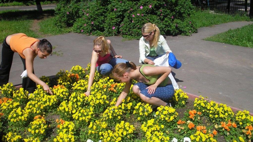 За лето в Омске подростки поработали и заработали