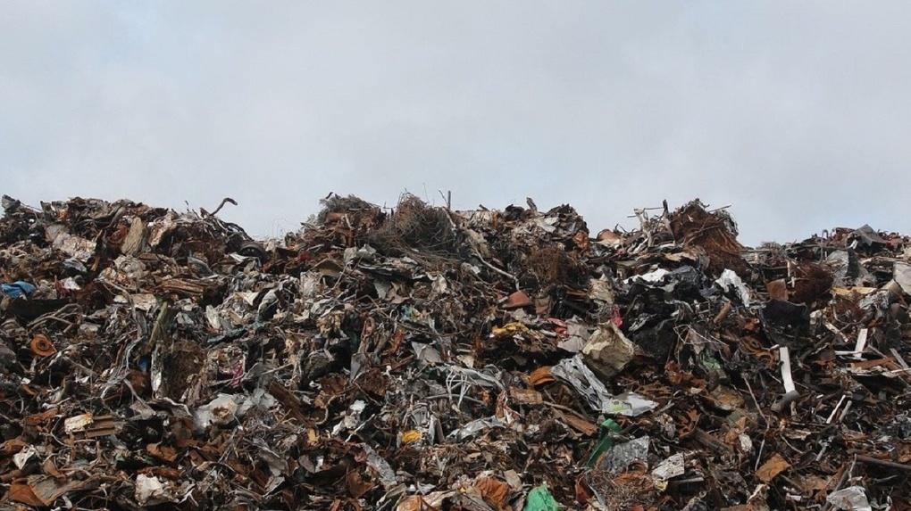 Почти в три раза уменьшилась площадь пожара на мусорном полигоне в Новосибирске