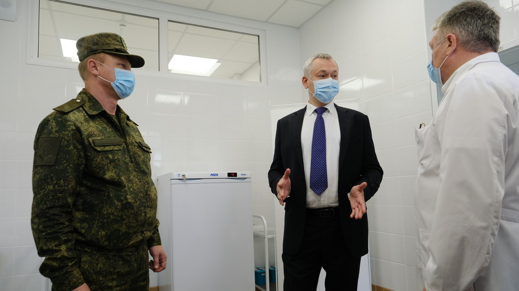 Андрей Травников проконтролировал реализацию социальных проектов новосибирского завода «Искра»