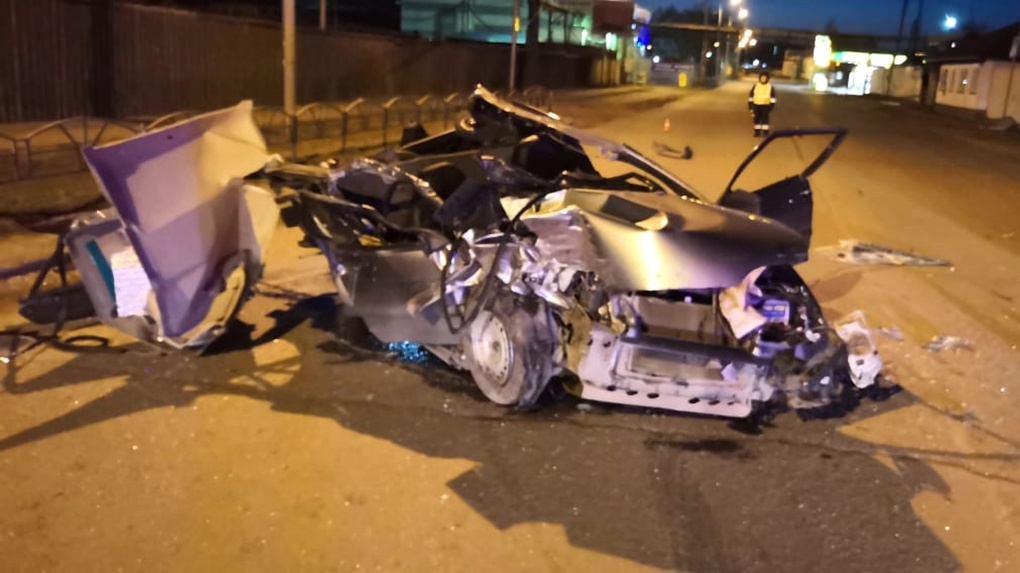 Омич на ВАЗе врезался в КамАЗ и угробил пассажира