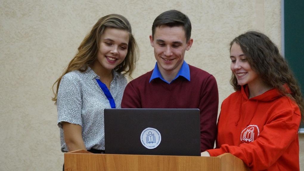 Поступление — 2020: будущие абитуриенты и их родители в режиме онлайн общаются с представителями ОмГПУ