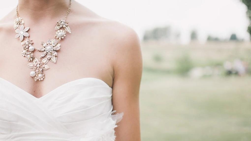 За кровавую резню на свадьбе и изрезанное лицо невесты омич заплатит почти 400 тысяч рублей