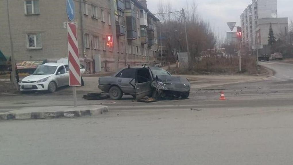 Ехал без прав: водитель получил серьезные травмы при ДТП в Новосибирске