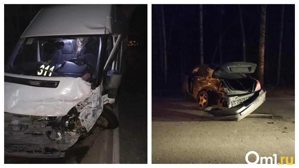 «Руками выламывали дверь»: 10 пассажиров пострадали при столкновении маршрутки и Mercedes в Новосибирске