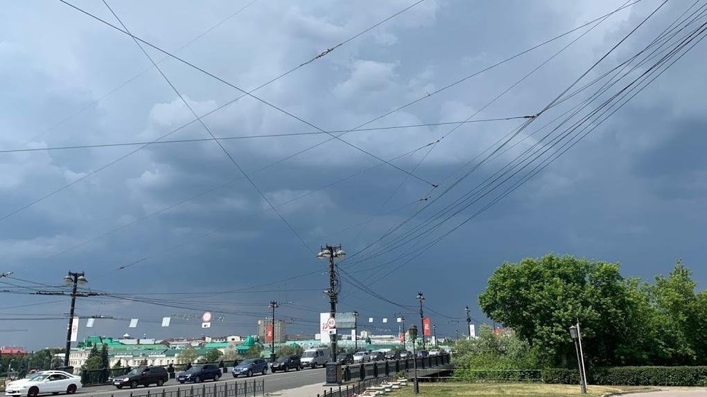 С улиц Омска снимут висящие провода