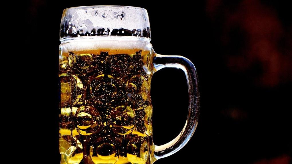 Пиво ночью не купишь: в Новосибирске ограничили работу магазинов разливного алкоголя