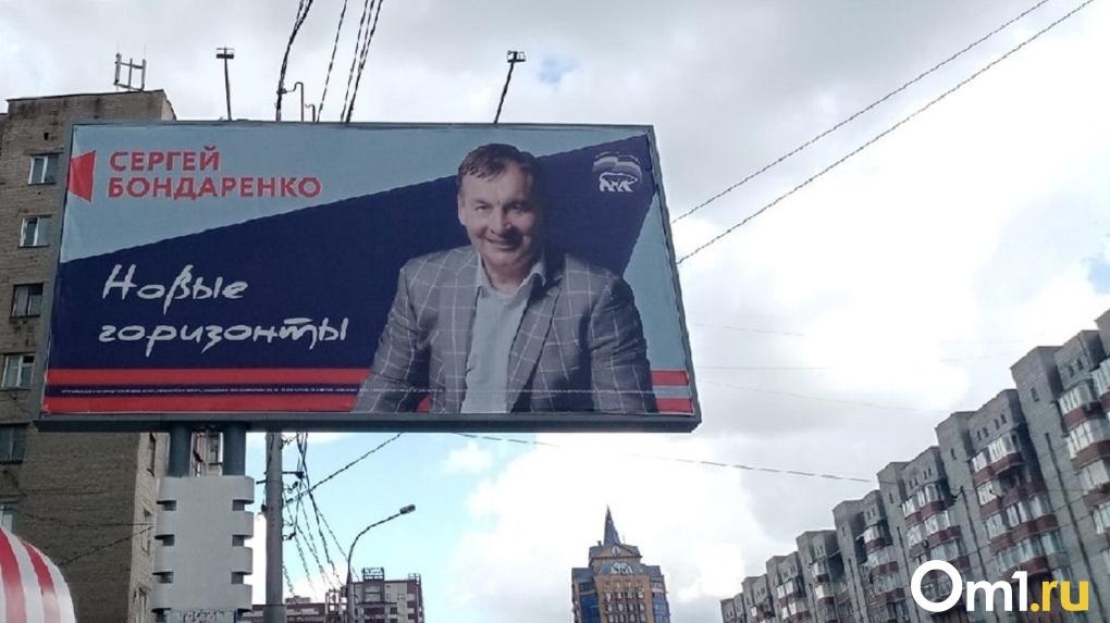 Новосибирский депутат заменил предвыборный слоган на баннере после угрозы судом от музыканта Макаревича