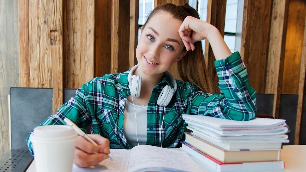 Дети из районов Омской области смогут обучаться в Москве и Петербурге за счет вуза