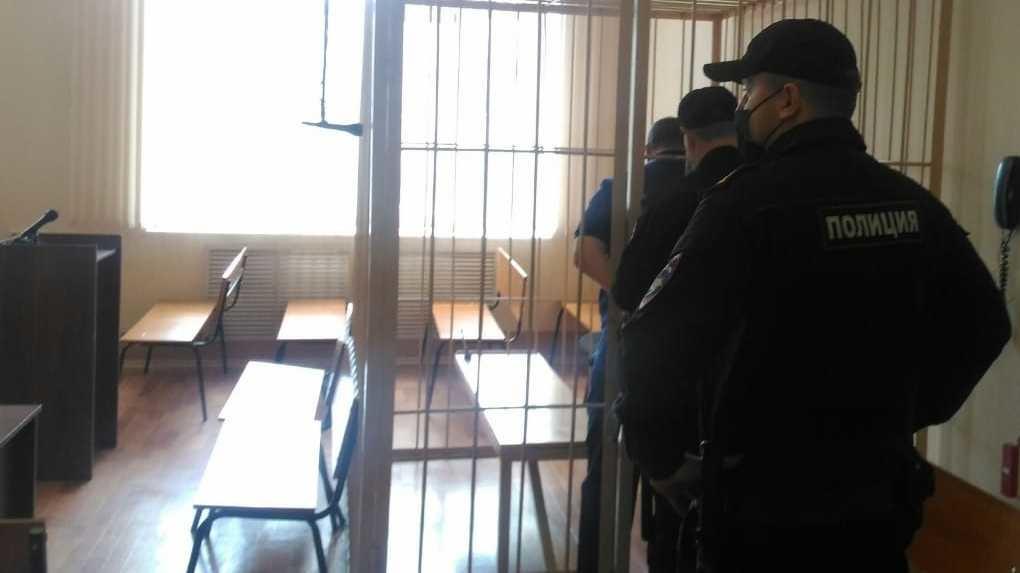 Запретили звонить и приближаться к фабрике: депутату новосибирского парламента избрали меру пресечения