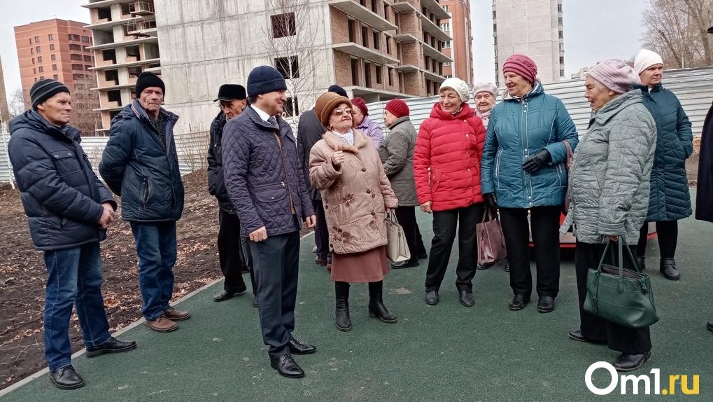 92-летняя жительница Новосибирска прочла стихи депутату Госдумы РФ