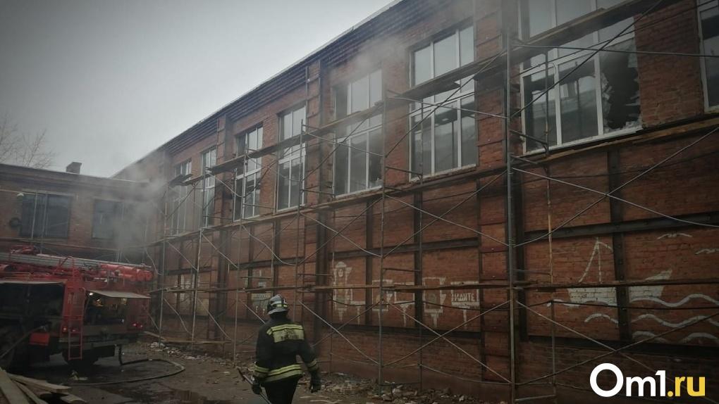 У сотрудников горевшей в Омске гимназии пытались выпросить взятку после пожара