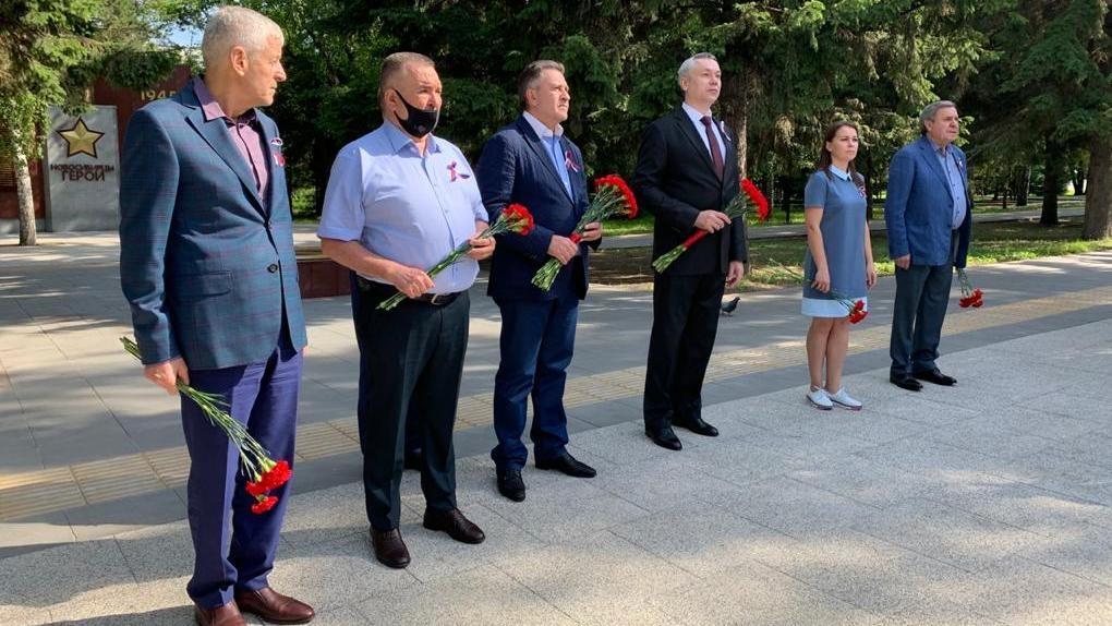 Новосибирские единороссы поздравили земляков с Днём России