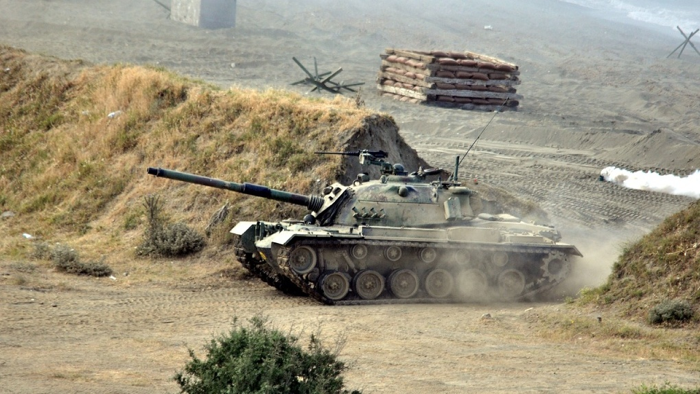 Омича раздавило между двумя танками на Алтае