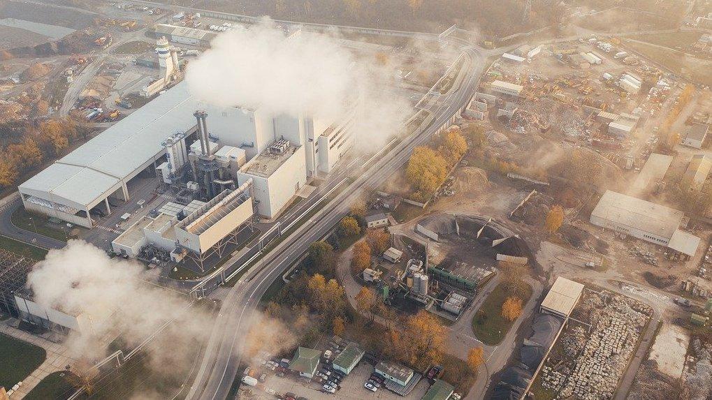 Йодом, горелыми проводами, больничной химией: омичи жалуются на неестественные запахи в воздухе