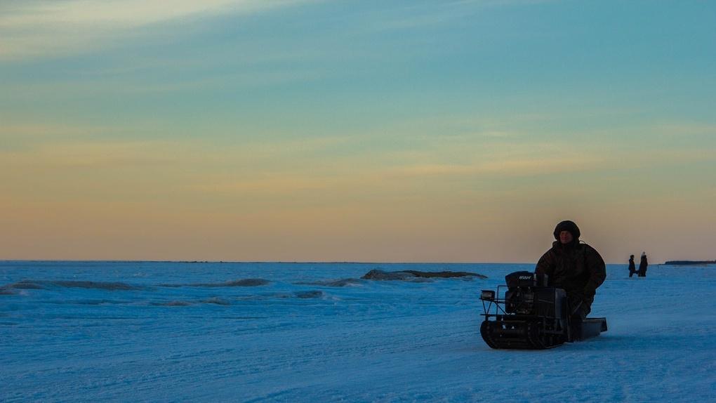 Под Омском машинист сломал шею, катаясь на мини-снегоходе