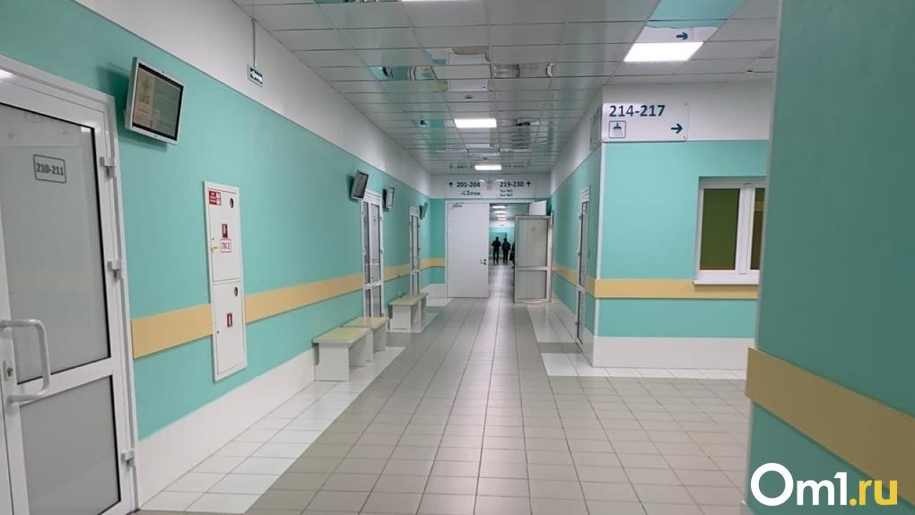 «Врач может не прийти, а больница не окажет помощь». Омичам объяснили важность срочной вакцинации