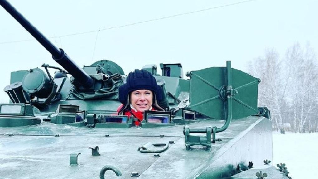 Заммэра Новосибирска в танке пообещала разобраться со снежным коллапсом в городе