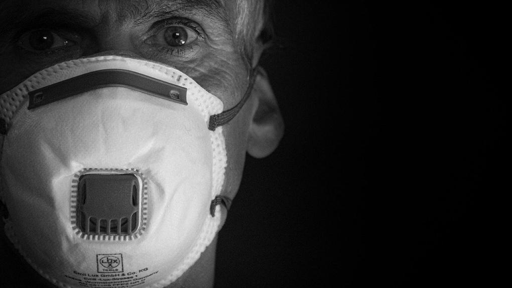 Без маски не заходите: в крупный гипермаркет Новосибирска запускают только в средствах защиты