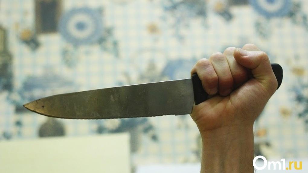 Сын пытался зажать её рану. Выяснились подробности жестокого убийства омички