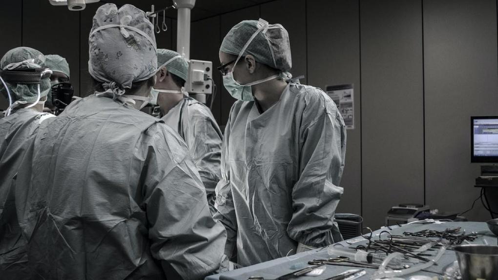 Омичей массово госпитализируют с тяжелой пневмонией по несколько десятков человек в сутки