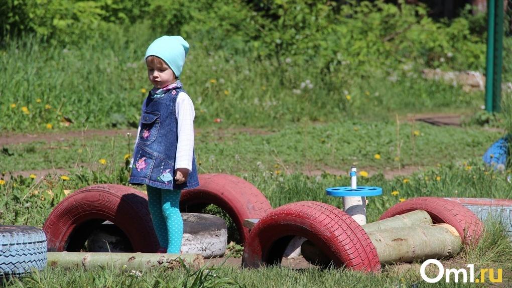Омским семьям с детьми планируют платить в два раза больше, чтобы вывести из-за черты бедности