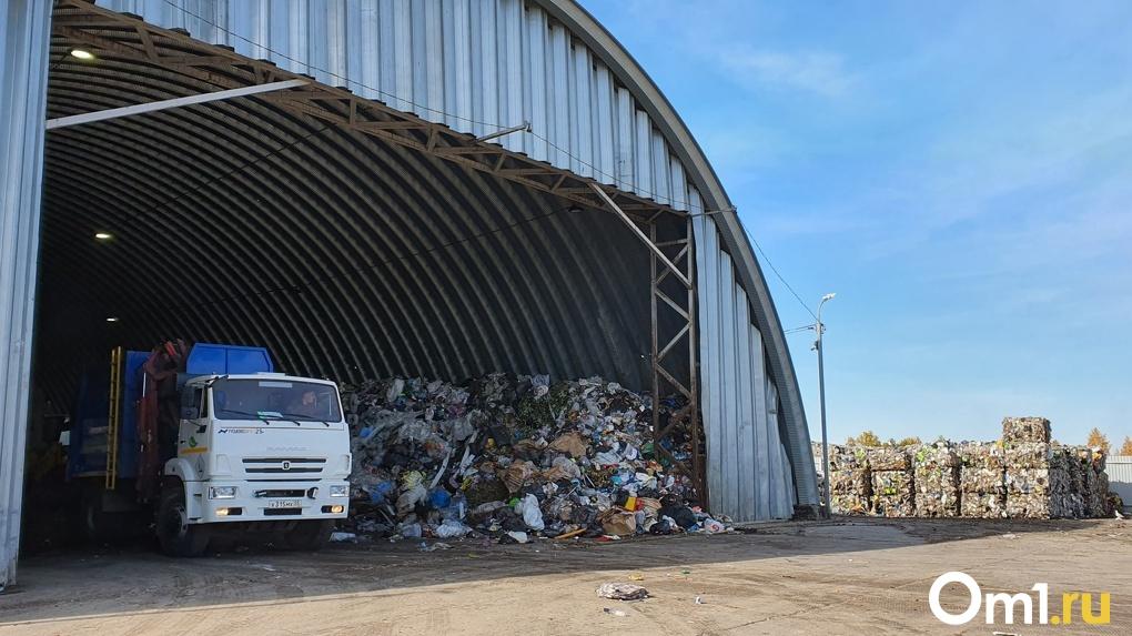 «Бывает, находим паспорта и деньги». Омский мусоросортировочный завод обработал сотни тысяч тонн отходов