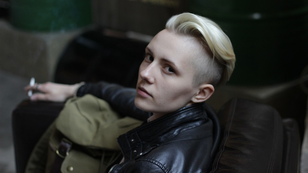 «Сын родился девочкой, а после смены пола заявил, что он гей». Омичка рассказала о трансгендерном ребёнке