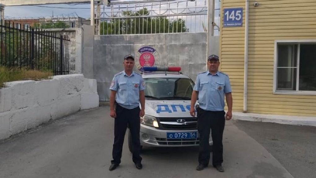 Выпил жидкость для мытья машины: Новосибирские автоинспекторы спасли ребёнка, перепутавшего «напиток»
