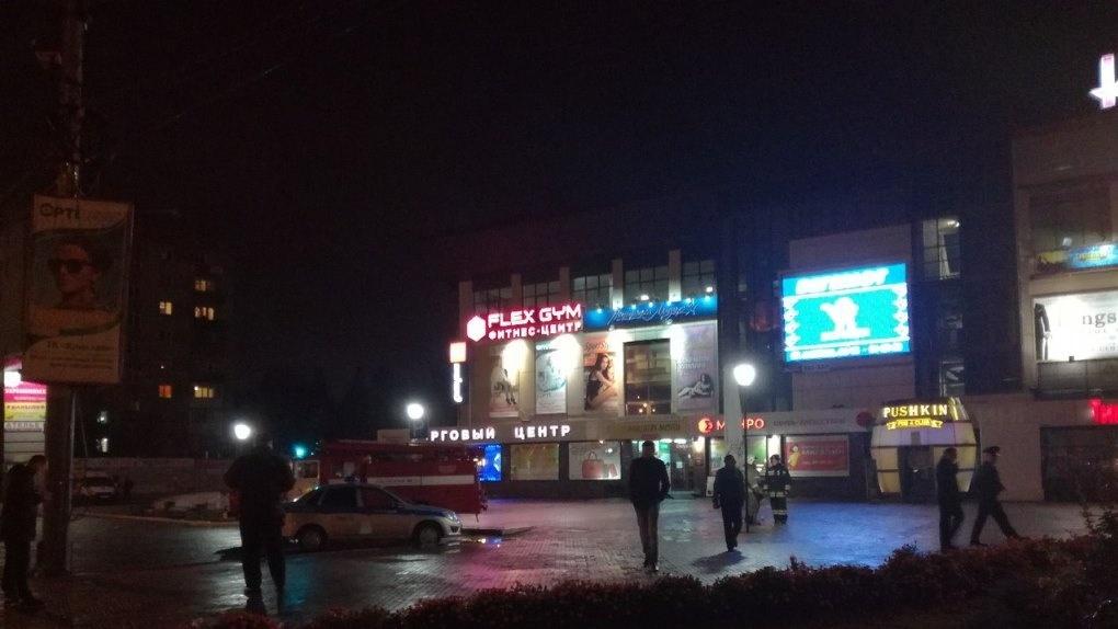 Выборы в Омске закончились массовой эвакуацией людей из избиркома и кинотеатров - ФОТО