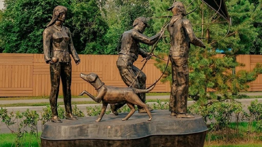 «Памятник ненависти к человеку»: новосибирский краевед жёстко раскритиковал постамент на Аллее друзей