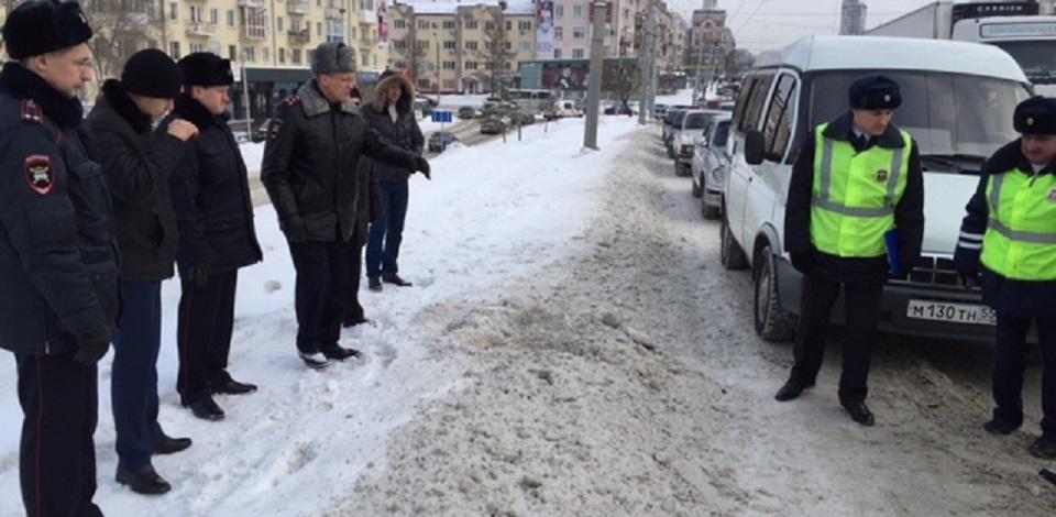 Популярные блогеры обнаружили, что в Омске плохо убирают снег возле пешеходных переходов
