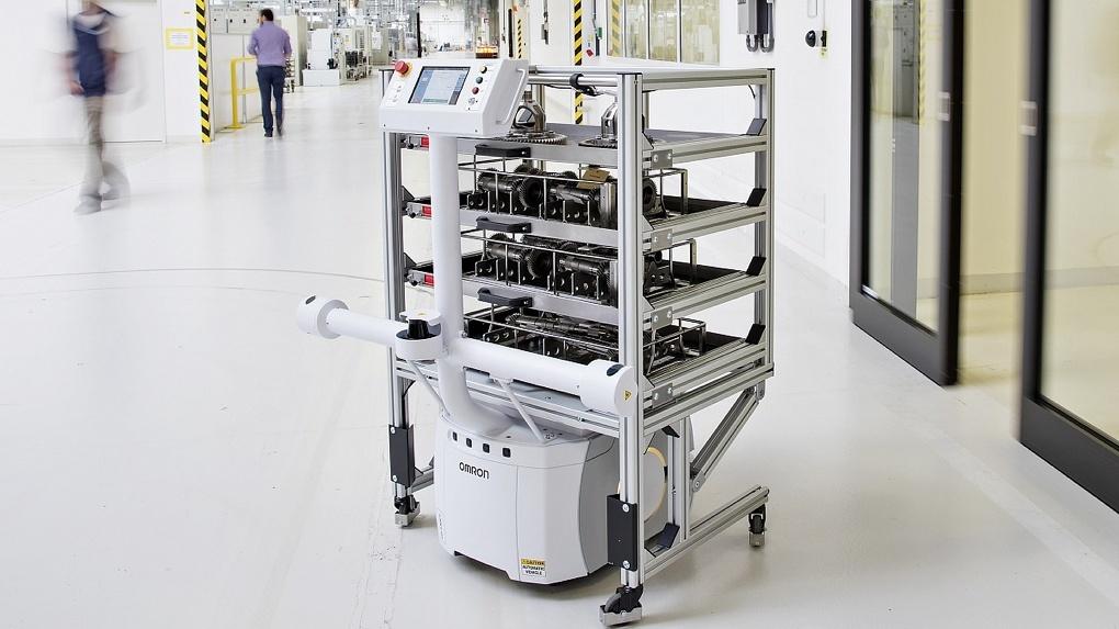 SKODA AUTO использует полностью автономного логистического робота на заводе во Врхлаби