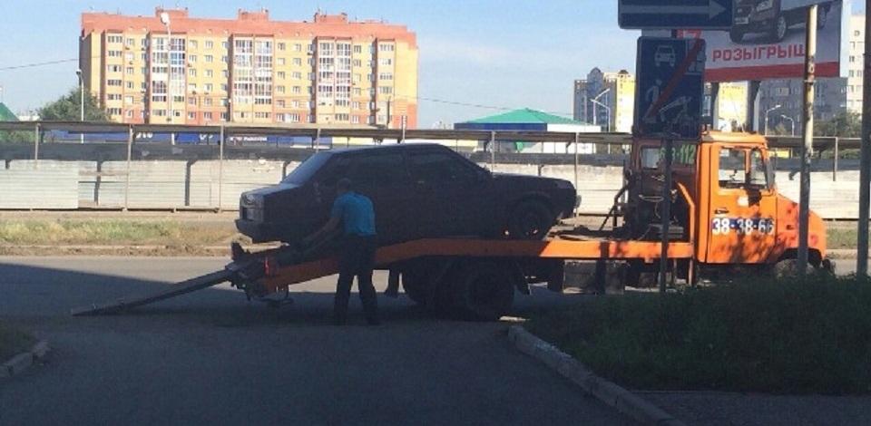 Омич, наказанный лишением водительских прав, приехал «отмечаться» в инспекцию на машине