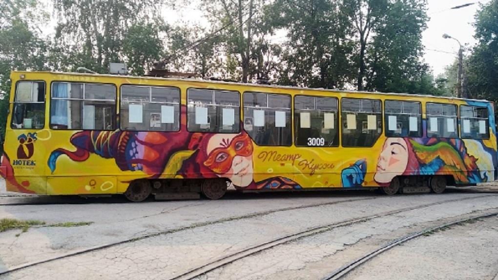 В понедельник в Новосибирске можно будет увидеть расписные трамваи