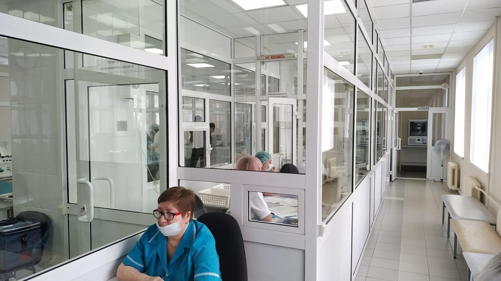 Коронавирус заподозрили у двух работников «Омского каучука»