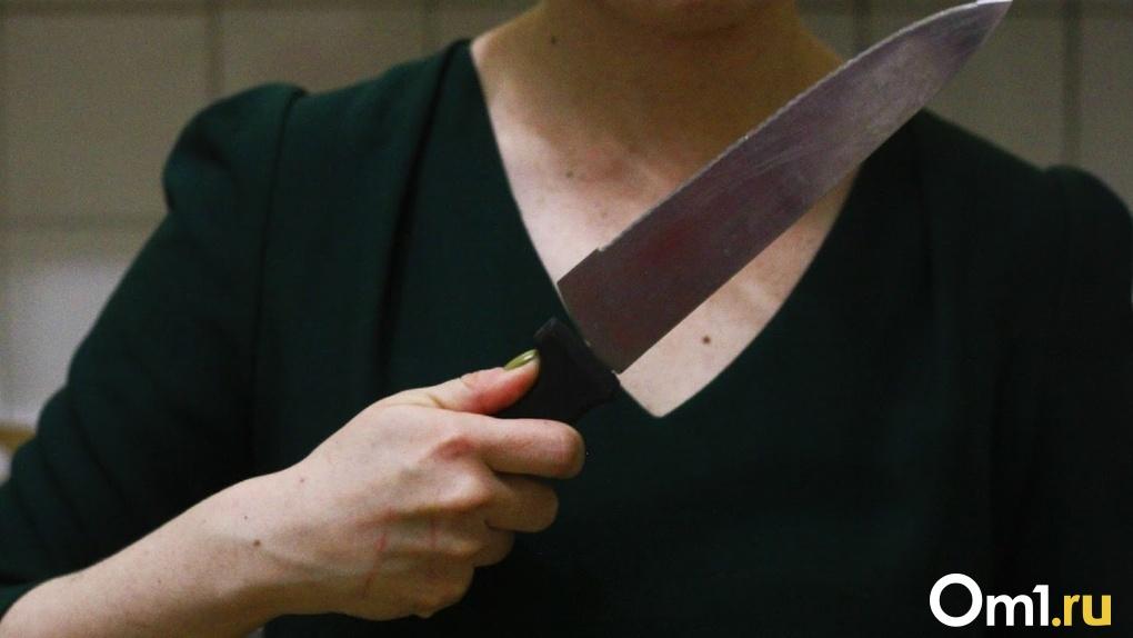 В Омской области 30-летняя женщина порезала своего сожителя во время пьяной ссоры