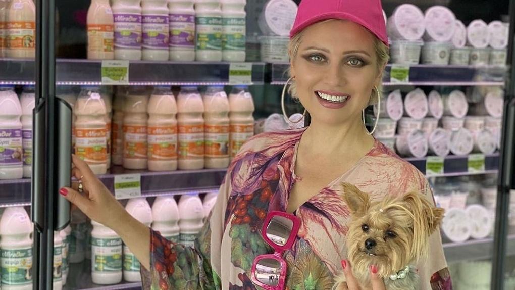Светская львица из Новосибирска рассказала, в чем секрет молока и почему оно способно спасти от рака