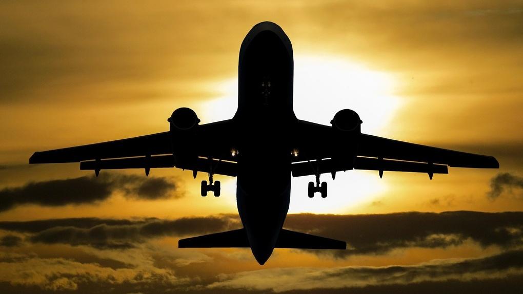Цены на авиабилеты из Москвы до Новосибирска упали почти наполовину
