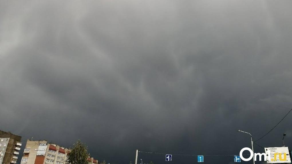 На Омск надвигается штормовой ветер с ливнем